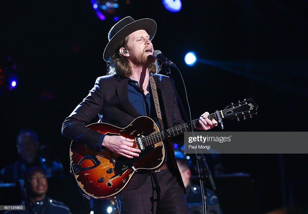 Wesley Schultz of The Lumineers performs during the 94th Annual National Christmas Tree Lighting Ceremony on the Ellipse in President's Park on December 1, 2016 in Washington, DC.