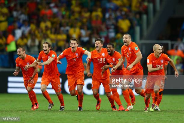 Wesley Sneijder Daley Blind Stefan de Vrij KlaasJan Huntelaar Jeremain Lens Ron Vlaar and Arjen Robben of the Netherlands celebrate victory in a...
