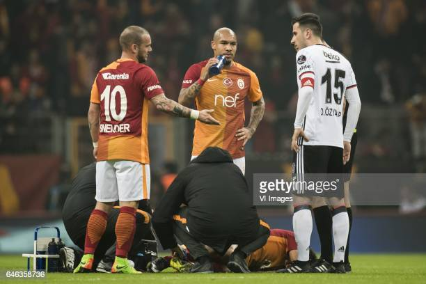 Wesley Sneijder of Galatasaray Nigel de Jong of Galatasaray Oguzhan Ozyakup of Besiktas JK during an injury of Selcuk Inan of Galatasarayduring the...