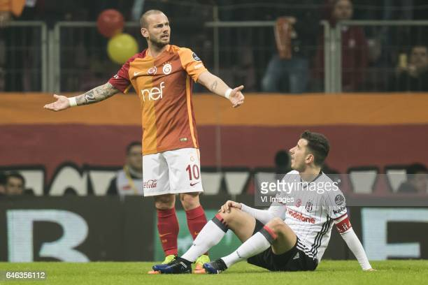 Wesley Sneijder of Galatasaray Oguzhan Ozyakup of Besiktas JKduring the Turkish Spor Toto Super Lig football match between Galatasaray SK and...