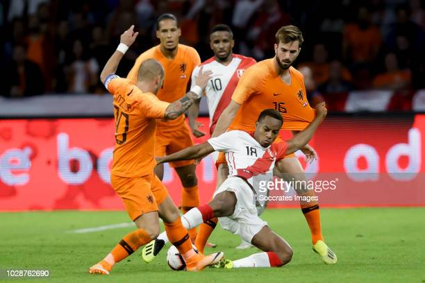 Wesley Sneijder of Holland Andre Carrillo of Peru Davy Propper of Holland during the International Friendly match between Holland v Peru at the Johan...
