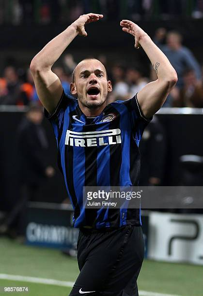 Wesley Sneijder of Inter celebrates his 11 equalising goal during the UEFA Champions League Semi Final 1st Leg match between Inter Milan and...