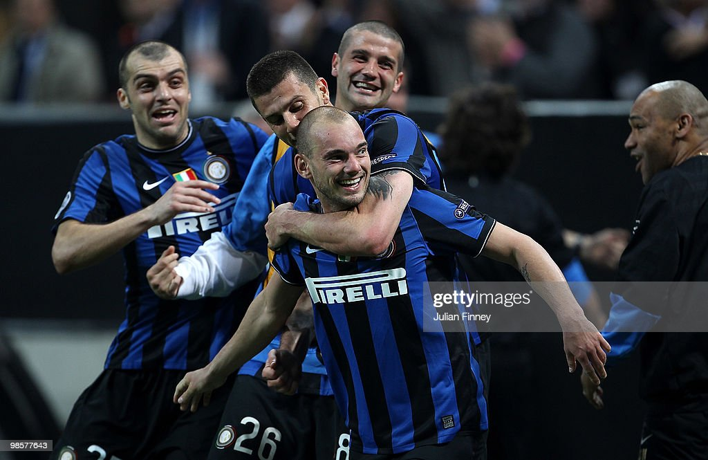 Wesley Sneijder of Inter celebrates his teams third goal during the UEFA Champions League Semi Final 1st Leg match between Inter Milan and Barcelona at the San Siro on April 20, 2010 in Milan, Italy.