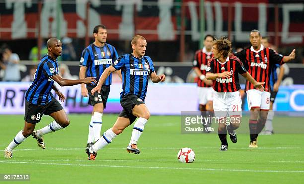 Wesley Sneijder of Inter FC during the Serie A match between AC Milan and Inter Milan at Stadio Giuseppe Meazza on August 29 2009 in Milan Italy