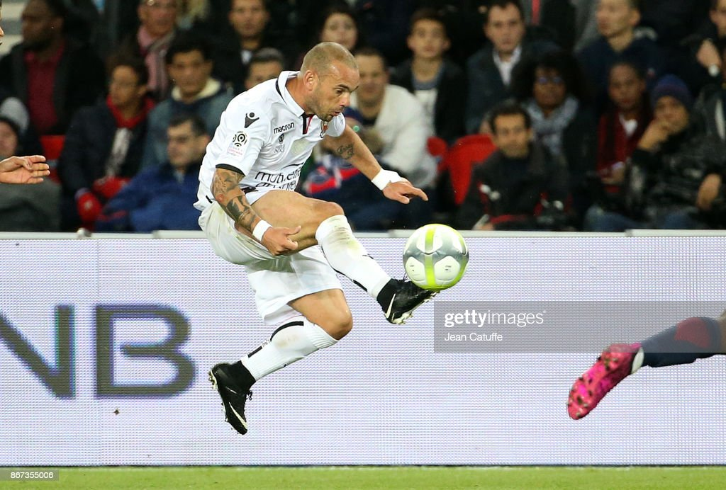 Wesley Sneijder of OGC Nice during the French Ligue 1 match between Paris Saint-Germain (PSG) and OGC Nice at Parc des Princes stadium on October 27, 2017 in Paris, France.