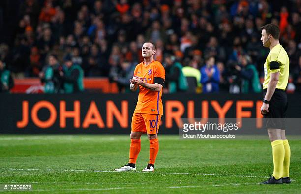 Wesley Sneijder of the Netherlands stands in the 14th minute for a minute's silence to remember Johan Cruyff of Netherlands during the International...