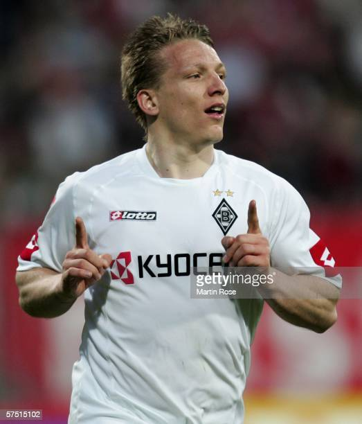 Wesley Sonck of Gladbach celebrates after scoring the 2nd goal during the Bundesliga match between Nuremberg and Borussia Monchengladbach at the Easy...