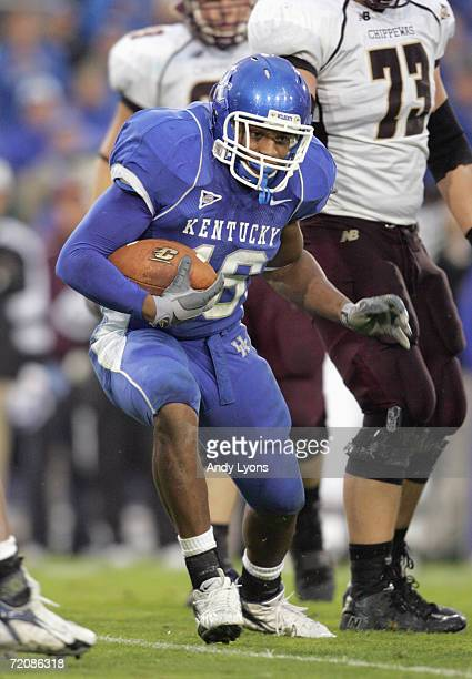 Wesley Woodyard of the Kentucky Wildcats carries the ball during the game against the Central Michigan Chippewas on September 30 2006 at Commonwealth...