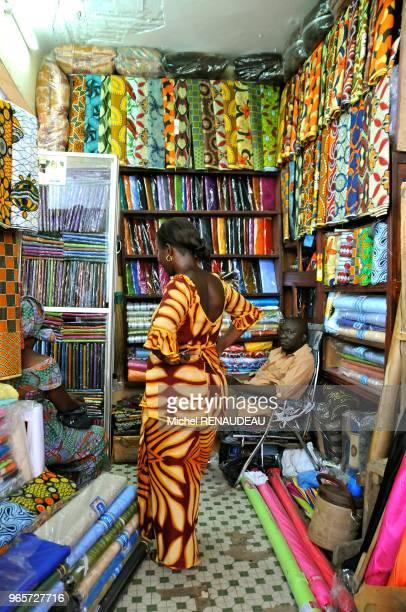 West Africa Senegal Sine Saloum Market Kaolack Afrique de l'Ouest Senegal Sine Saloum Le marche de Kaolack marche du tissu