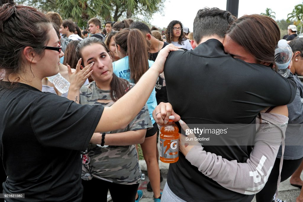 West Boca students walk 12 miles to Marjory Stoneman Douglas High School : Foto di attualità