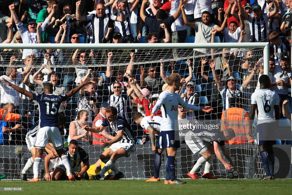 West Brom players celebrate with Jake Livermore after he scores an injury time goal during the Premier League match between West Bromwich Albion and Tottenham Hotspur at The Hawthorns on May 5, 2018 in West Bromwich, England.