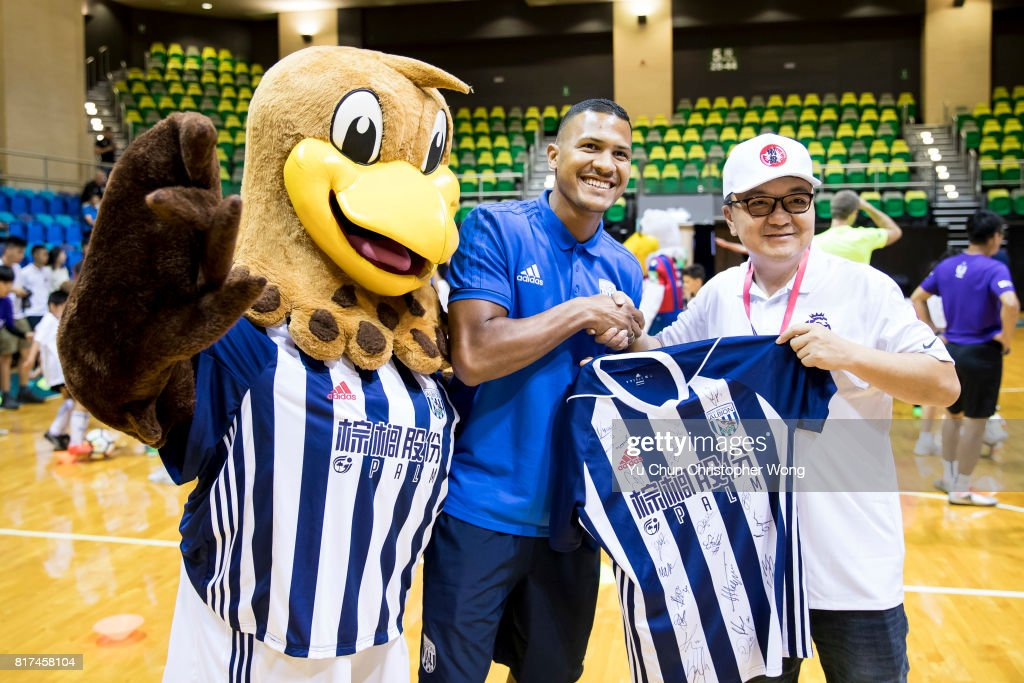 West Bromwich Albion forward Salomon Rondon presents the gift to a blogger during the Premier League Asia Trophy Skills Session at Macpherson Stadium on July 18, 2017 in Hong Kong, Hong Kong.