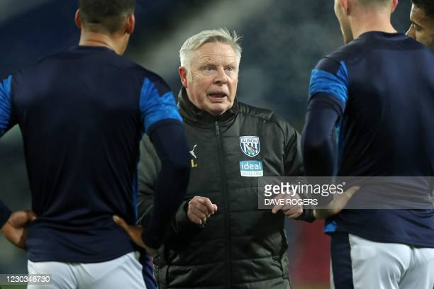 West Bromwich Albion's assistant head coach Sammy Lee speaks with players ahead of the English Premier League football match between West Bromwich...