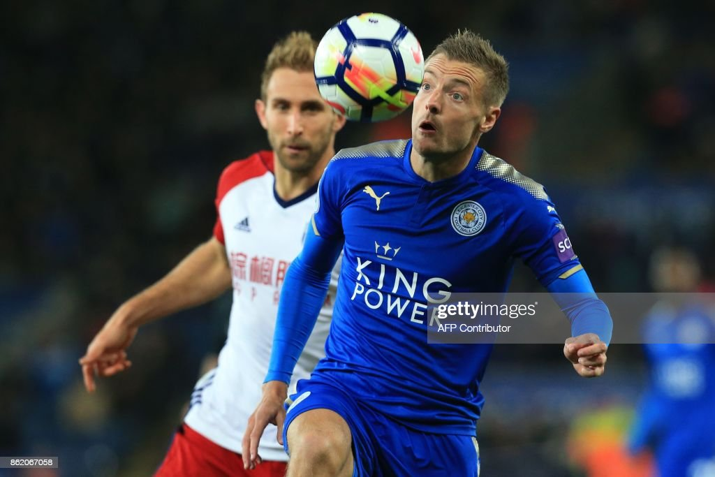 West Bromwich Albion's English defender Craig Dawson (L) vies with Leicester City's English striker Jamie Vardy during the English Premier League football match between Leicester City and West Bromwich Albion at King Power Stadium in Leicester, central England on Octopber 16, 2017. / AFP PHOTO / Lindsey PARNABY / RESTRICTED TO EDITORIAL USE. No use with unauthorized audio, video, data, fixture lists, club/league logos or 'live' services. Online in-match use limited to 75 images, no video emulation. No use in betting, games or single club/league/player publications. /