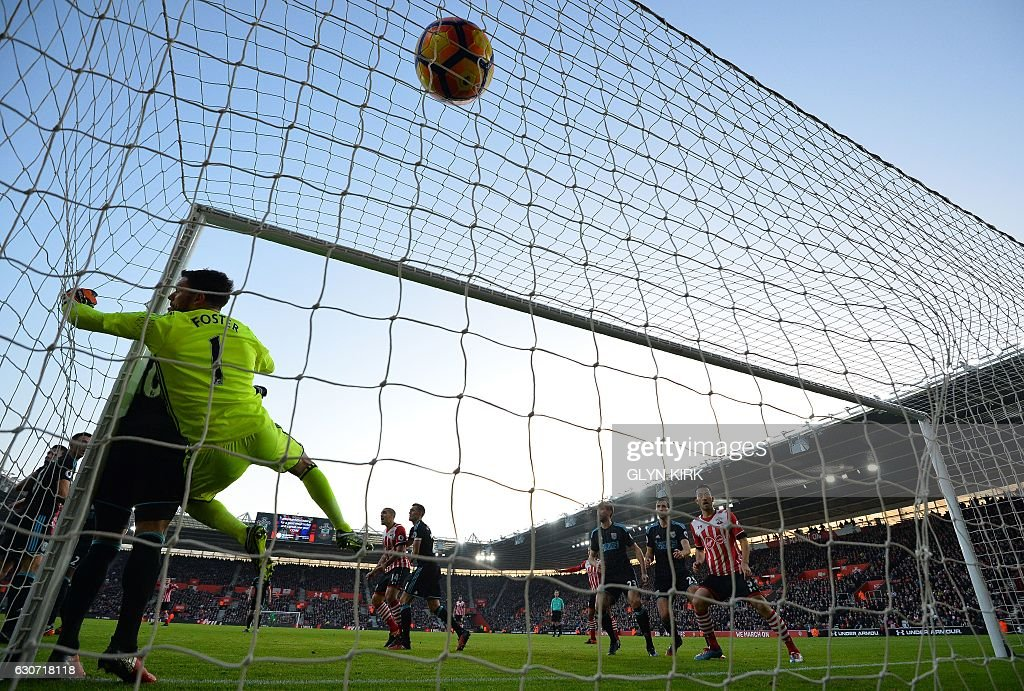 West Bromwich Albion's English goalkeeper Ben Foster dives but fails to save the ball, headed into the goal by Southampton's Irish striker Shane Long, to score his team's first goal during the English Premier League football match between Southampton and West Bromwich Albion at St Mary's Stadium in Southampton, southern England on December 31, 2016. / AFP / Glyn KIRK / RESTRICTED TO EDITORIAL USE. No use with unauthorized audio, video, data, fixture lists, club/league logos or 'live' services. Online in-match use limited to 75 images, no video emulation. No use in betting, games or single club/league/player publications. /