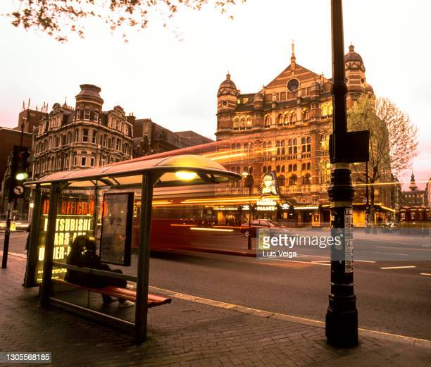 west end, london, england, uk - march 6, 1999 (archival): street view of shaftesbury avenue, west end, london - ウェストエンド ストックフォトと画像