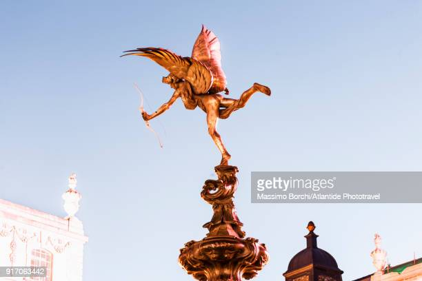 west end, piccadilly circus, shaftesbury monument memorial fountain, detail of the statue of anteros - cupido foto e immagini stock