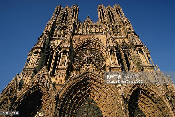 west facade of reims cathedral - reims cathedral stock pictures, royalty-free photos & images