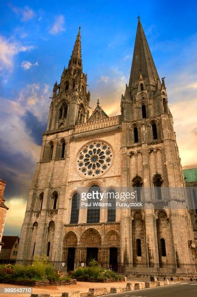 west facade with the royal portal of the gothic cathedral of chartres, unesco world heritage site, chartres, france - royal cathedral stock pictures, royalty-free photos & images