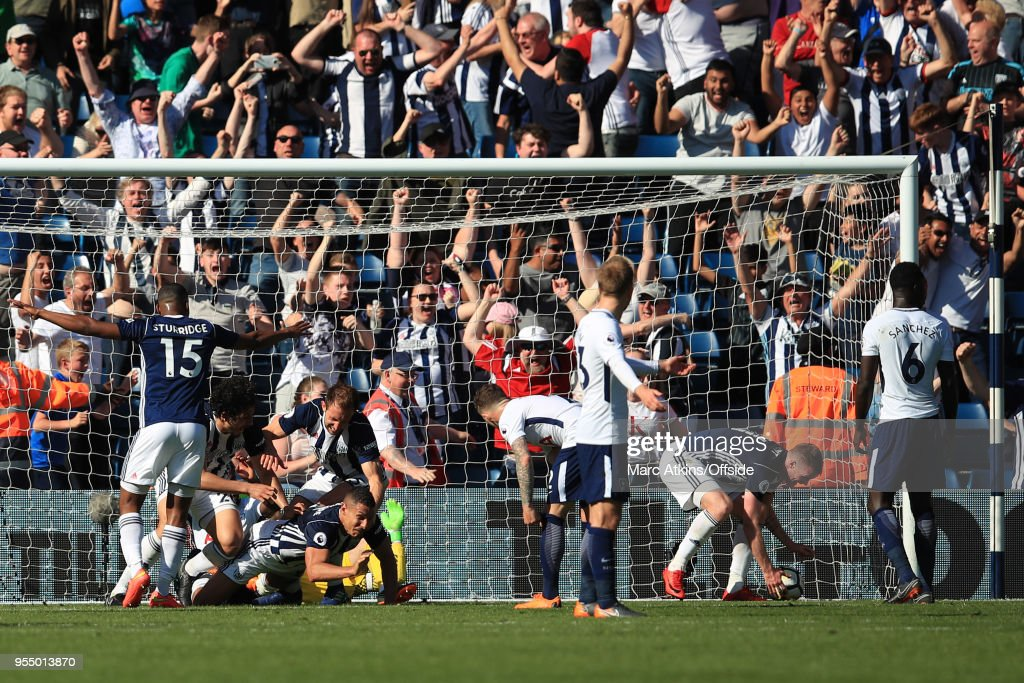 West From players celebrate with Jake Livermore after he scores an injury time goal during the Premier League match between West Bromwich Albion and Tottenham Hotspur at The Hawthorns on May 5, 2018 in West Bromwich, England.