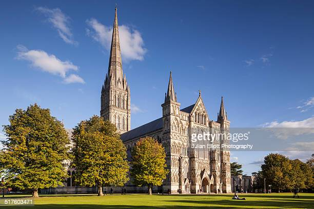 west front of salisbury cathedral in salisbury - サリスベリー ストックフォトと画像
