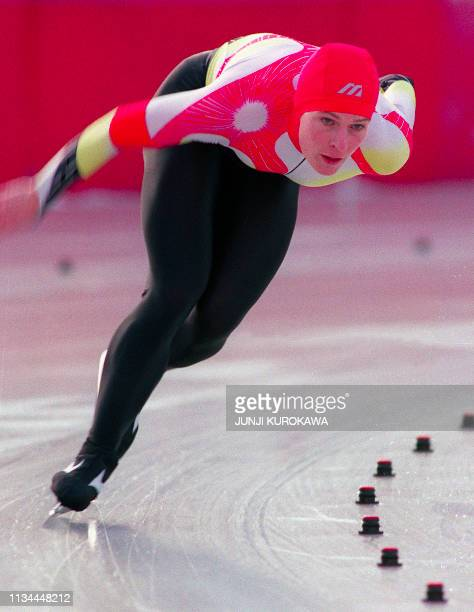 West German Gunda Niemann skates around a curve during the women's 3000m speed skating event at the Winter Olympic Games 09 February 1992 in...
