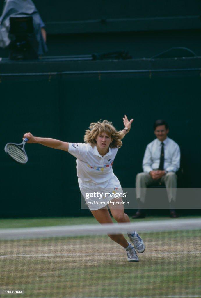 Steffi Graf At 1987 Wimbledon Championships : News Photo