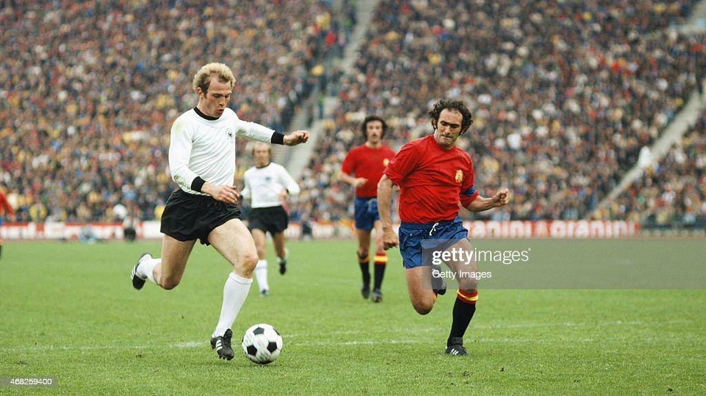 West Germany v Spain 1976 UEFA Euro Champs Quarter Final : News Photo