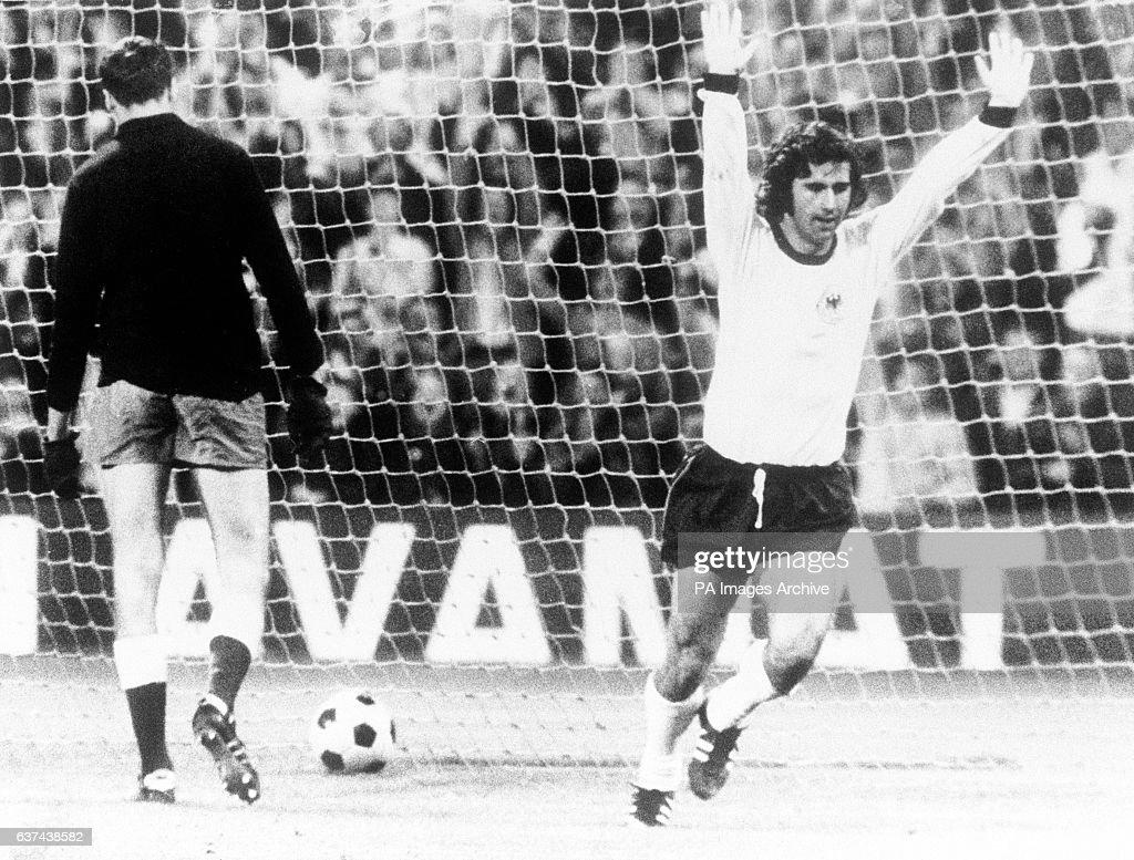 Soccer - Friendly - West Germany v USSR : News Photo