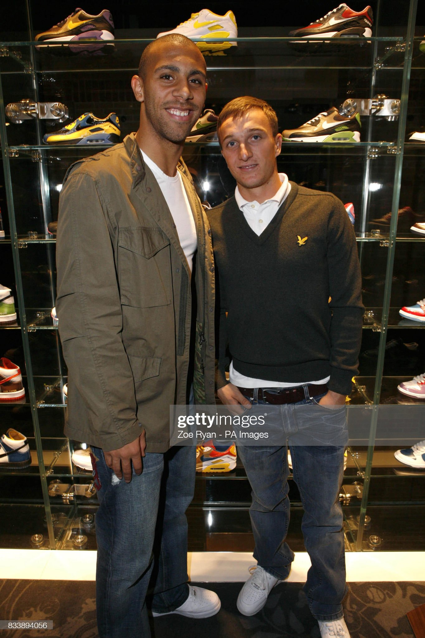 ¿Cuánto mide Mark Noble? - Altura - Real height West-ham-footballers-anton-ferdinand-mark-noble-attend-the-launch-of-picture-id833894056?s=2048x2048
