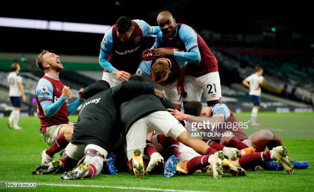 TOPSHOT West Ham players celebrate after West Ham United's Argentinian midfielder Manuel Lanzini scored their thrid goal during the English Premier...