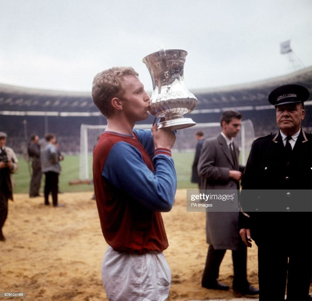 west-ham-united-captain-bobby-moore-kiss