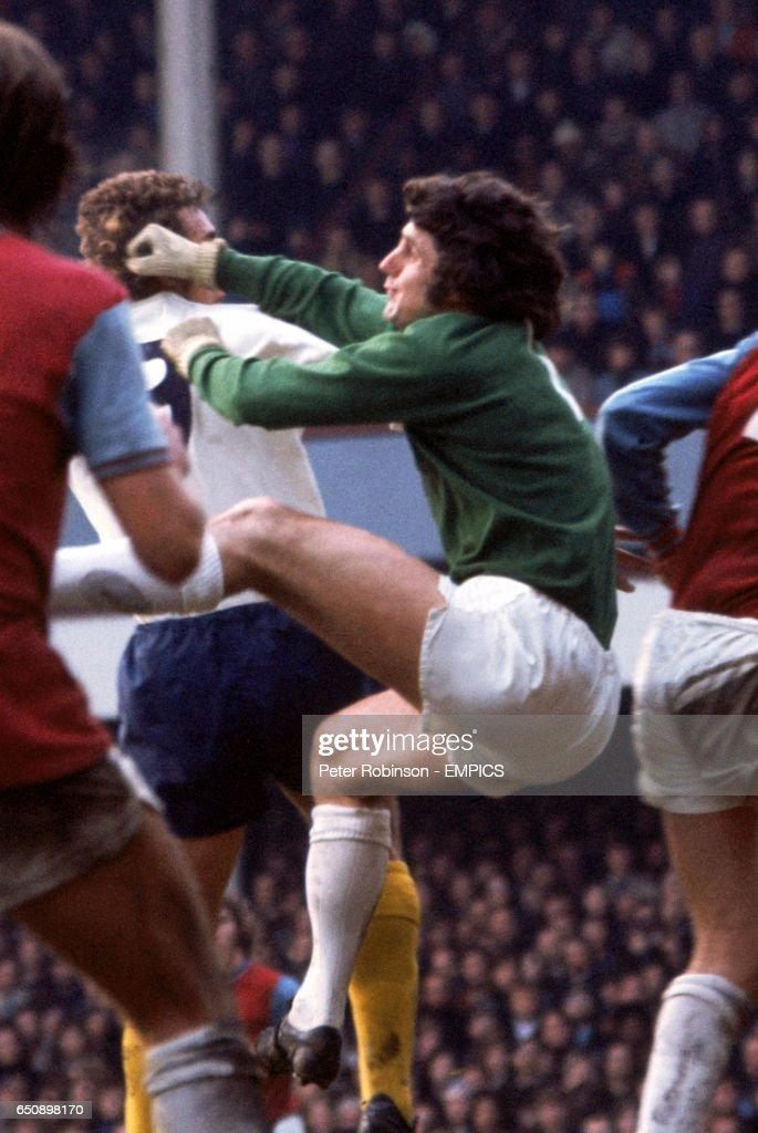 West Ham United goalkeeper Bobby Ferguson (r) punches clear from Tottenham Hotspur's Martin Chivers