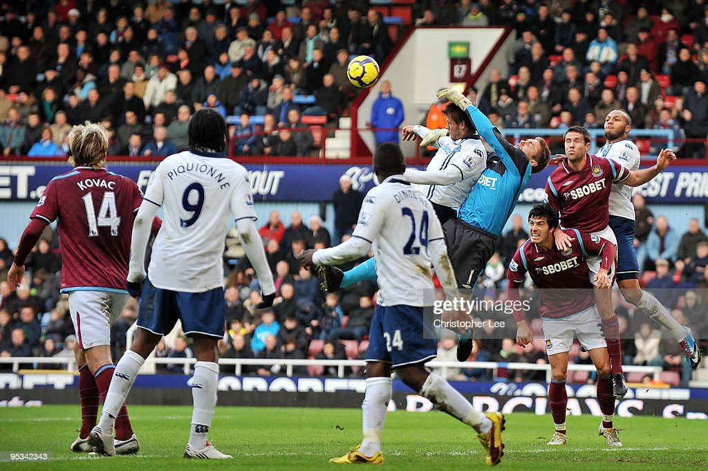 West Ham United goalkeeper Robert Green battles for the ball during the Barclays Premier League match between West Ham United and Portsmouth at Boleyn Ground on December 26, 2009 in London, England.