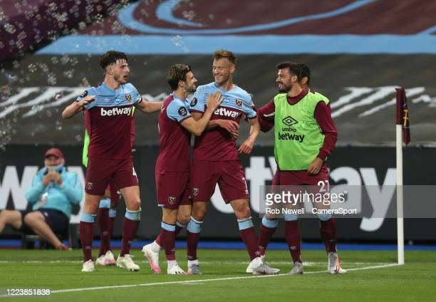 West Ham United's Andriy Yarmolenko celebrates scoring his side's third goal with Aaron Cresswell Declan Rice and Albian Ajeti during the Premier...