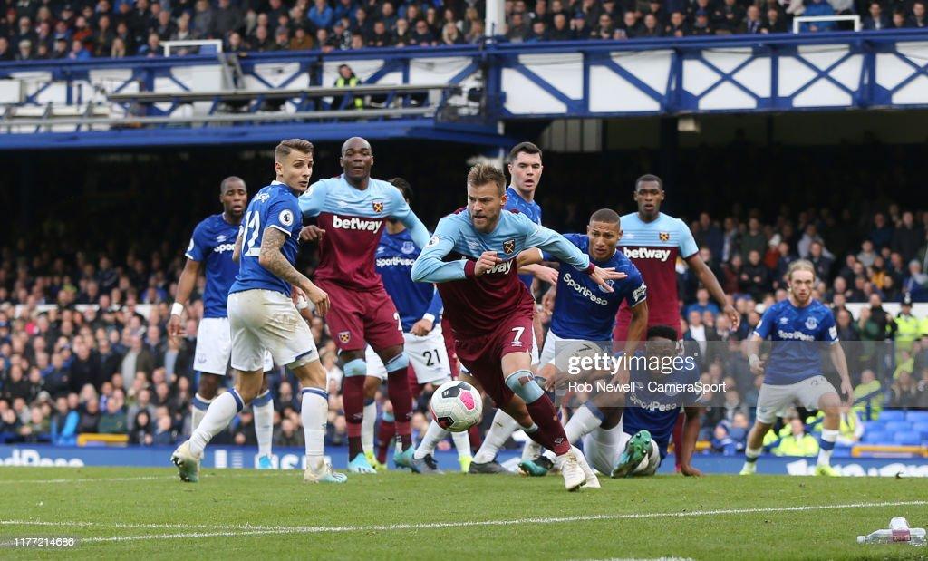 Everton FC v West Ham United - Premier League : Photo d'actualité