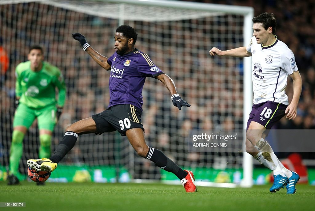 West Ham United's Cameroonian midfielder Alex Song (C) runs with the ball past Everton's English midfielder Gareth Barry during the English FA Cup Third Round football match replay between Everton and West Ham United at the Boleyn Ground, Upton Park, in east London, on January 13, 2015. PUBLICATIONS. / AFP / Adrian DENNIS