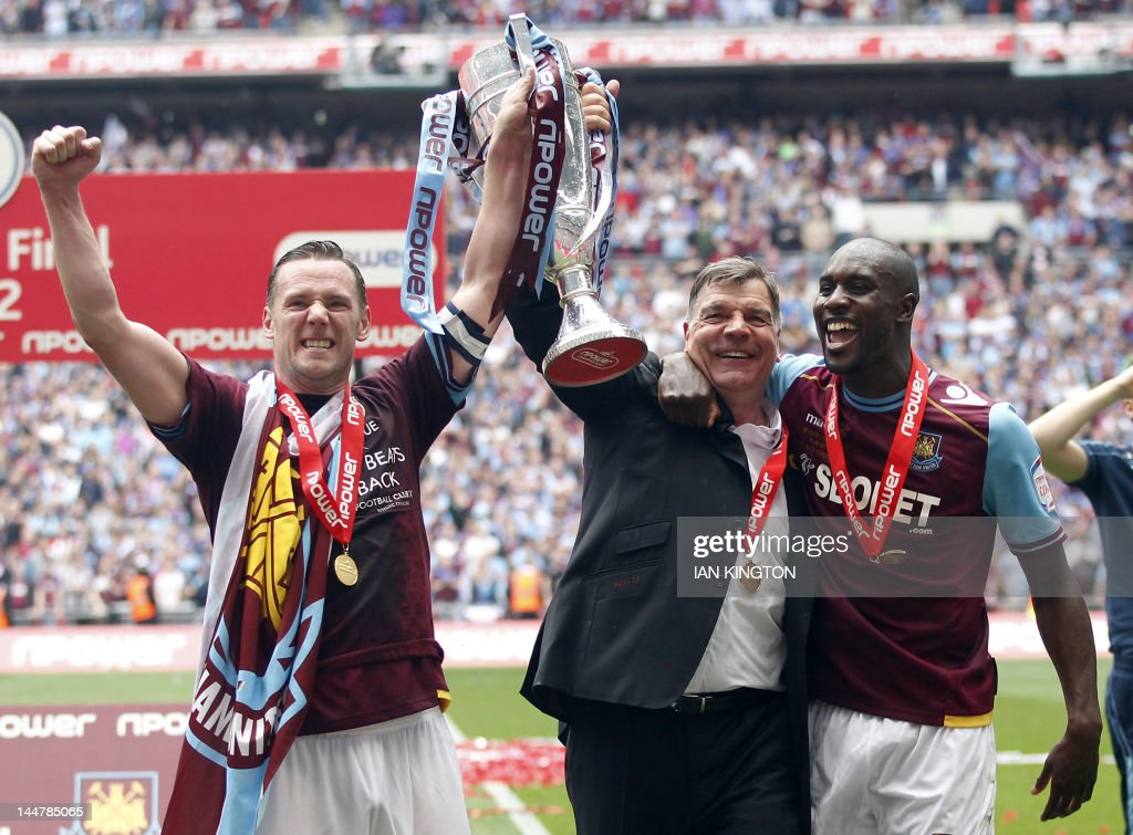 West Ham United's captain Kevin Nolan (L : News Photo