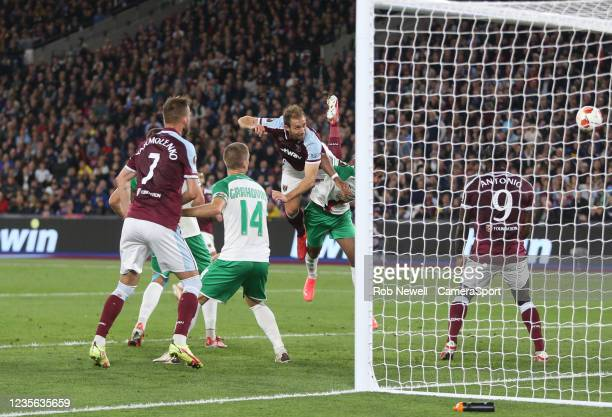 West Ham United's Craig Dawson hits the post with a first half header during the UEFA Europa League group H match between West Ham United and Rapid...
