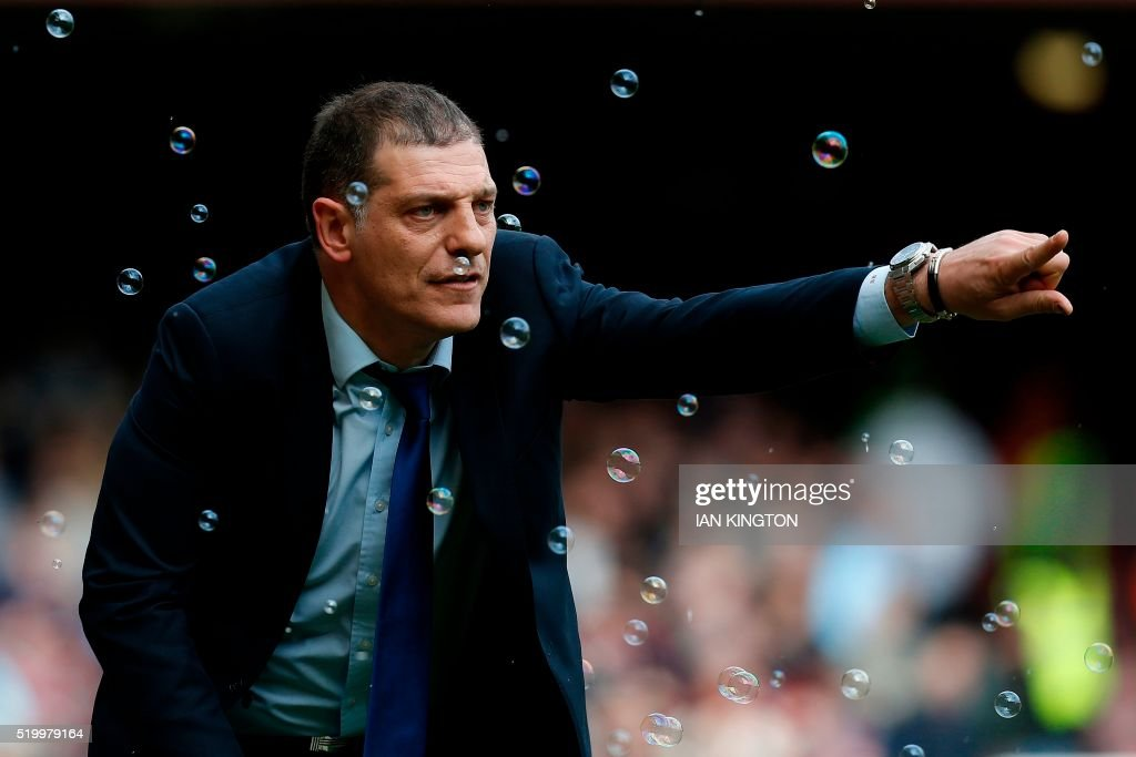 TOPSHOT - West Ham United's Croatian manager Slaven Bilic shouts instructions to his players from the touchline during the English Premier League football match between West Ham United and Arsenal at The Boleyn Ground in Upton Park, in east London on April 9, 2016. / AFP PHOTO / Ian Kington / RESTRICTED TO EDITORIAL USE. No use with unauthorized audio, video, data, fixture lists, club/league logos or 'live' services. Online in-match use limited to 75 images, no video emulation. No use in betting, games or single club/league/player publications. /