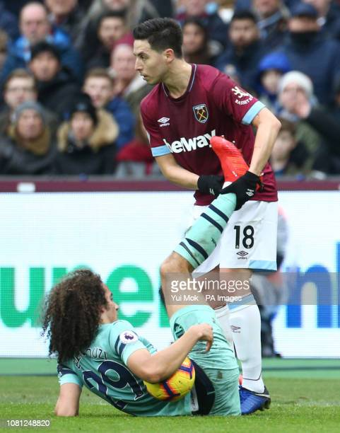 West Ham United's Declan Rice and Arsenal's Matteo Guendouzi battle for the ball during the Premier League match at London Stadium