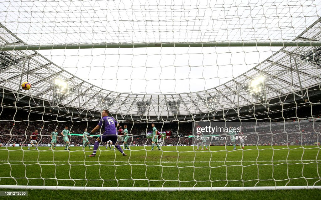 West Ham United v Arsenal - Premier League - London Stadium : News Photo