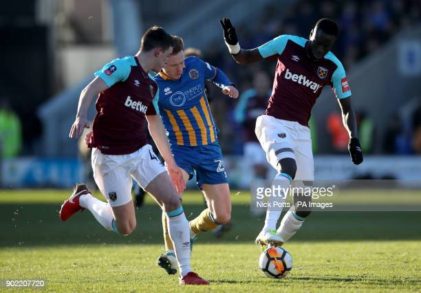 West Ham United's Declan Rice Shrewsbury Town's Jon Nolan and West Ham United's Cheikhou Kouyate battle for the ball during the Emirates FA Cup Third...