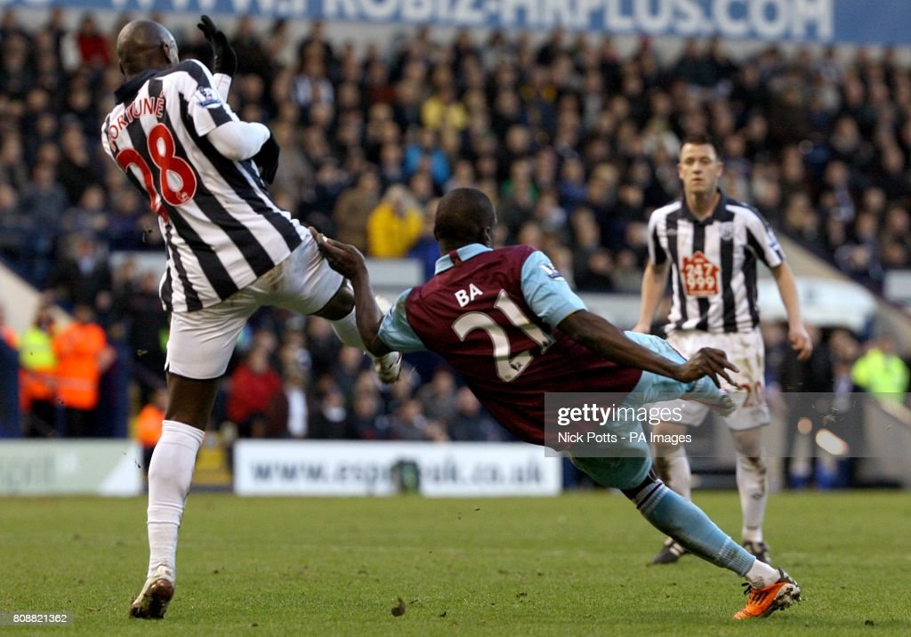 Soccer - Barclays Premier League - West Bromwich Albion v West Ham United - The Hawthorns : News Photo
