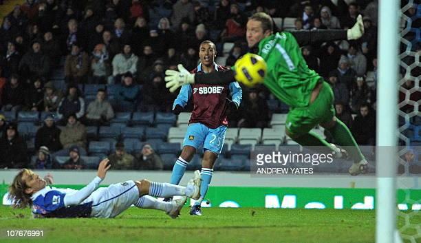 West Ham United's English midfielder Junior Stanislas scores past Blackburn Rovers' English goalkeeper Paul Robinson and Spanish defender Michel...