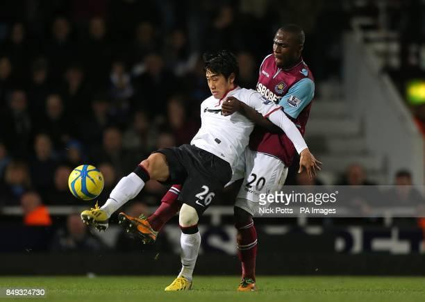 West Ham United's Guy Demel and Manchester United's Shinji Kagawa battle for the ball