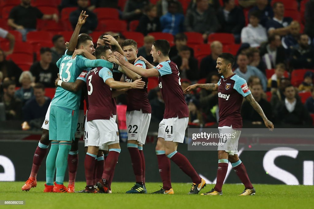 FBL-ENG-LCUP-TOTTENHAM-WEST HAM : News Photo
