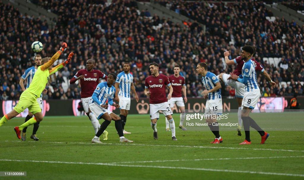 West Ham United v Huddersfield Town - Premier League : News Photo