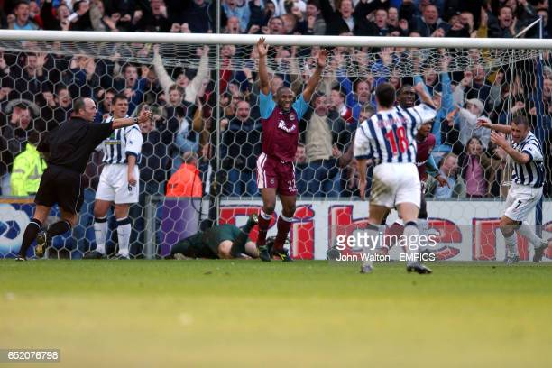 West Ham United's Les Ferdinand celebrates after teammate Trevor Sinclair scored their second goal of the game as West Bromwich Albion's goalkeeper...
