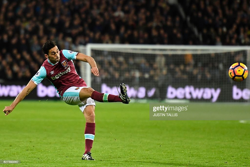 FBL-ENG-PR-WEST HAM-ARSENAL : News Photo